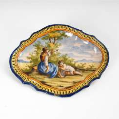 Small majolica plate with a pair of figures.