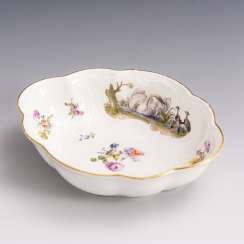 Baroque bowl with poultry painting