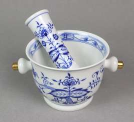 Meissen mortar and pestle *onion pattern*