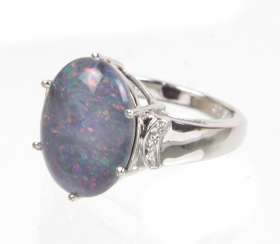 Ring with a large Opal 8 ct.