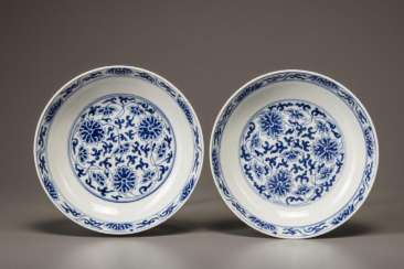 A pair of blue and white lotus plate