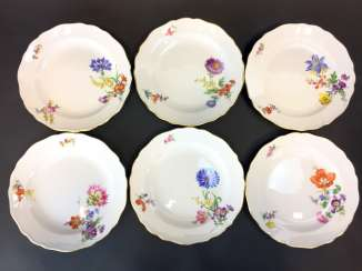 Seven Dinner Plates: Meissen Porcelain. Flower 3 at the side and scattering the flowers. The gold edge.
