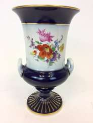 Amphora Vase / Handle Vase: Meissen Porcelain. Cobalt blue and Gold. Flowers bouquet. 1. Choice. 1900.