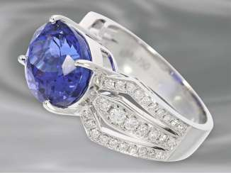 Ring: a sophisticated, very high-quality Golden tanzanite ring, 7,24 ct, 18K white Gold
