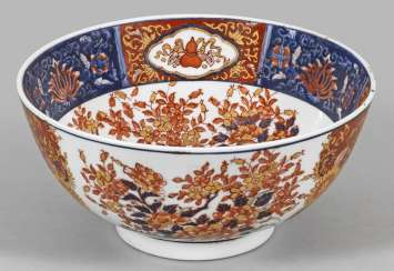 Large Chinese bowl in the Imari style