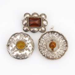 3 pieces of jewelry with amber, around 1930
