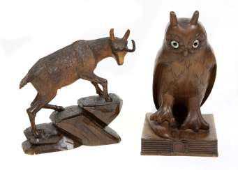 2 carved animal figures