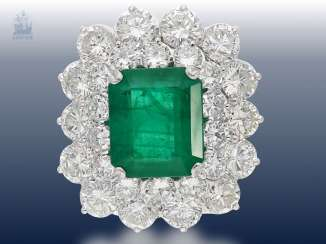 Ring: exclusive, formerly very expensive emerald/brilliant-gold forged ring, custom-made in platinum, emerald approximately 7.5 ct and approx. 10ct brilliant