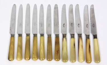12 knives with horn handle