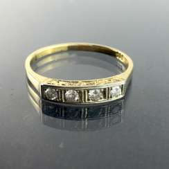 Ladies-Ring / Locking Ring: yellow gold and white gold 585, four diamonds in a row, 0,16 carat, very good.