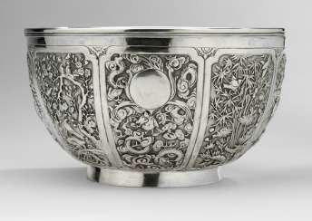 Eight passige silver bowl with insert