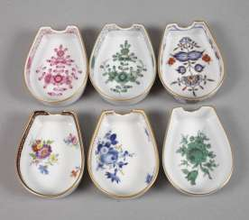 Meissen six ashtray with flowers painting