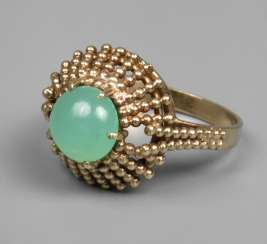 Women's ring with chrysoprase