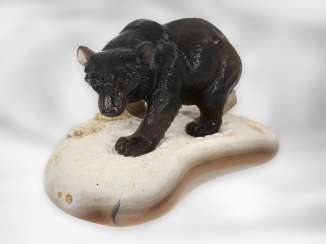Figure / stone carving: Bear sculpture made of smoky quartz on an agate plate, probably from the Eberhard Bank master studio