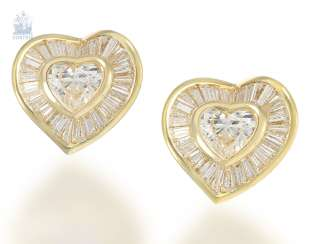 Stud: a very fancy, luxury heart diamond stud earrings, modern, crafted from 18K Gold, fine diamonds together 3,37 ct, unworn, NP lt.Label 15.500€