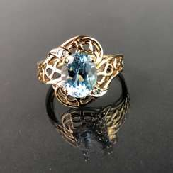Ladies ring with Topaz of approx. 3 carats. Yellow gold 333. Very nice.