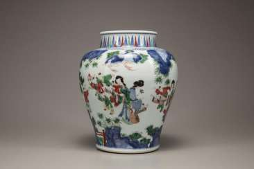 China 17th Century Colored Painting Character painting jar