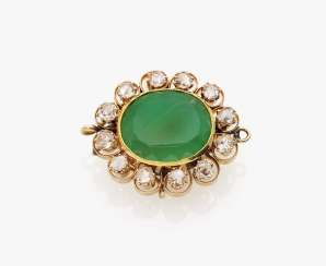 Brooch with chrysoprase and diamonds