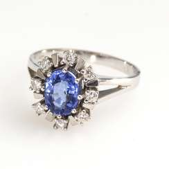 Entourage Ring with sapphire and diamonds