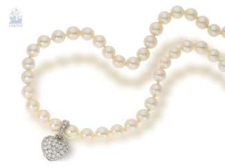 Chain/necklace: extremely fine Endless cultured pearl necklace with high quality brilliant heart pendant, . 1ct