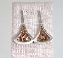 Earrings with gold deposits