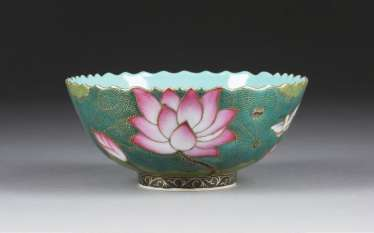 BOWL WITH DECORATION OF LOTUS FLOWERS
