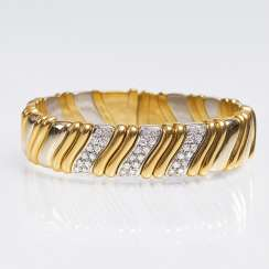 Gold bangle with brilliant-trim