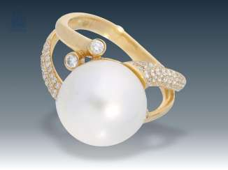 Ring: exceptional, very elaborately worked gold ring, wrought with great, fine South sea cultured pearl and brilliant-cut diamonds