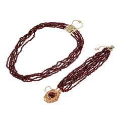 Mixed lot of necklace and bracelet made of garnet,