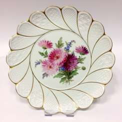 Large waffle pattern-plate: Meissen porcelain, the rolling of the Form, chrysanthemums in naturalistic painting Prof. brown village.