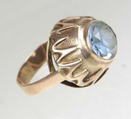 Ring with blue spinel - yellow gold 333