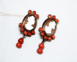 Earrings cameo with coral