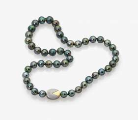 Tahiti cultured pearl necklace with diamond lock Germany, 1999, JUWELIERHAUS LEICHT