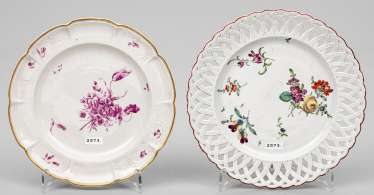 Two decorative plates with floral decoration