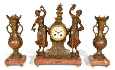 MANTEL CLOCK WITH TWO BEISTELLERN,