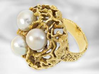 Ring: heavy decorative vintage gold wrought ring with cultured pearls, 18K yellow gold, goldsmith work