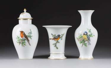 THREE VASES WITH BIRD PAINTING
