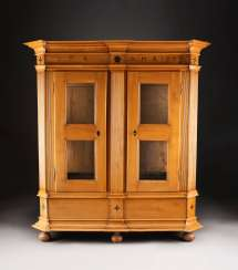 LARGE SHOWCABINET