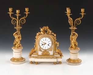 Mantel clock set with 2 candle lamps.