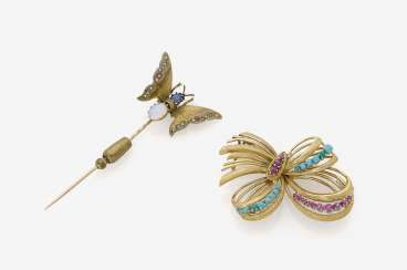 Needle with the butterfly and the brooch in the Form of a loop