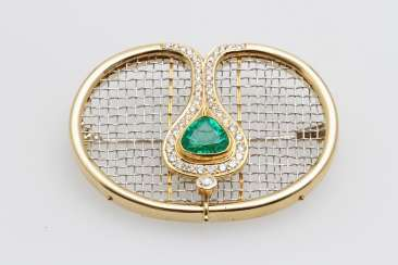 Brooch in the network appearance, occupied m. a fac. Emerald