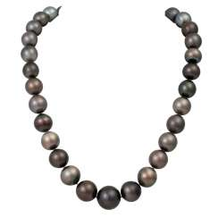 Necklace made of Tahitian pearls,