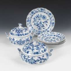 2 onion pattern tureens and 4 + 1 -Tel