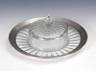 Round panel bowl with lid.