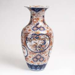 Large Imari vase with flowers and birds