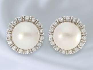 Jewelry: decorative, precious vintage brilliant stud earrings with exceptionally large South sea cultured pearls, 15 mm dia.