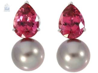 Earrings: modern and decorative earrings with a very fine Tahitian cultured pearls and pink tourmaline drops,18K Gold, CA. 11,6 ct, very decorative earrings by Wempe