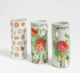 Pair of cylindrical Hat stand with peonies and songbirds
