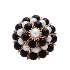 Ring with onyx cabochons and white cultured pearls