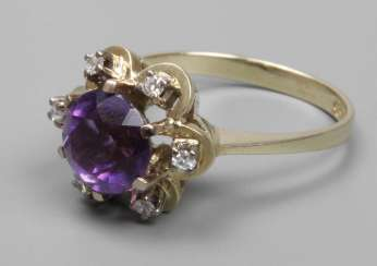 Ladies ring with Amethyst